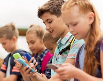 Τα παιδιά μας είναι εξαρτημένα από τα κινητά